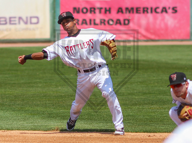APPLETON - May 2015: Wisconsin Timber Rattlers second baseman Gregory Munoz (7) during a game against the Quad Cities River Bandits on May 2nd, 2015 at Fox Cities Stadium in Appleton, Wisconsin.  Quad Cities defeated Wisconsin 5-2.  (Brad Krause/Four Seam Images)