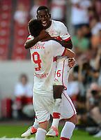 Fussball Europa League Play Offs:  Saison   2012/2013     VfB Stuttgart - Dynamo Moskau  22.08.2012 Jubel nach dem Tor  Vedad Ibisevic mit Ibrahima Traore oben auf  (v. li., VfB Stuttgart)