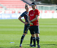 20171023 - PENAFIEL , PORTUGAL :  Belgian Yana Daniels  pictured talking to the Belgian head coach Ives Serneels (right)  during the matchday -1 training session of the Belgian national women's soccer team Red Flames prior to the game against the women's team of Portugal , on monday 23 October 2017 at Estádio Municipal 25 de Abril in Penafiel. The Red Flames are playing their third game in the Worldcup 2019 France qualification against Portugal. PHOTO SPORTPIX.BE | DAVID CATRY