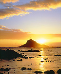 USA; Maui; Hawaii.; Sunrise over Three Palm Tree Island