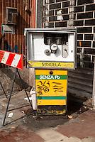 Milano, quartiere Bruzzano, periferia nord. Vecchia pompa di carburante in disuso --- Milan, Bruzzano district, north periphery. Old fuel pump in disuse