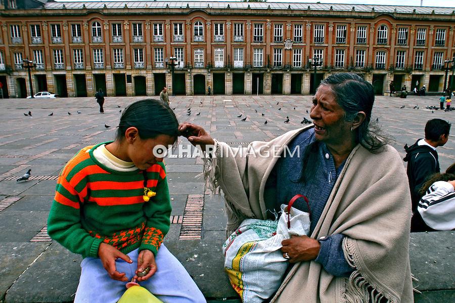 Mãe e filha em Bogotá. Colombia. 2004. Foto de Ricardo Azoury.