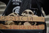 M&eacute;xico DF 26/Junio/2015.<br /> A Nueve meses de la desaparici&oacute;n forzada de los 43 j&oacute;venes estudiantes de la Escuela Normal Rural &ldquo;Ra&uacute;l Isidro Burgos&rdquo; de Ayotzinapa Guerrero.<br /> Se realiz&oacute; una mega marcha desde el &Aacute;ngel de la Independencia hasta el Palacio de Bellas Artes, en donde hubo una representaci&oacute;n de padres de los j&oacute;venes, dicha marcha culmino en Bellas Artes sobre Av. Ju&aacute;rez donde padres realizaron un mitin, y externaron nuevamente su inconformidad a las autoridades que no han podido esclarecer el paradero de sus hijos.<br /> Cabe destacar que padres de los estudiantes desaparecidos, anunciaron 43 horas de actividades culturales a las a fueras del palacio de Bellas Artes en donde instalaron grandes carpas para dichas actividades.<br /> Todos los derechos reservados.