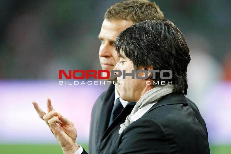Qualifikation  EM 2007 Gruppe: D - Croke Park - Dublin<br />Republik Irland (IE) vs Deutschland (GER) <br /><br />Oliver Bierhoff Teamchef und Joachim Loew (L&scaron;w) - Trainer - was meint Bundestrainer L&scaron;w denn da - Zwei Chancen null Tore  - Oder ?? <br /><br />Foto &copy; nph (  nordphoto  )<br /><br /><br /><br /> *** Local Caption ***