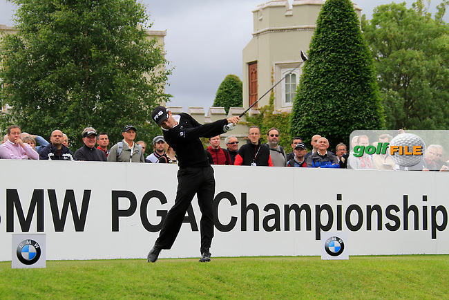 Gareth Maybin (NIR) tees off on the 1st tee to start his round on Day 2 of the BMW PGA Championship Championship at, Wentworth Club, Surrey, England, 27th May 2011. (Photo Eoin Clarke/Golffile 2011)