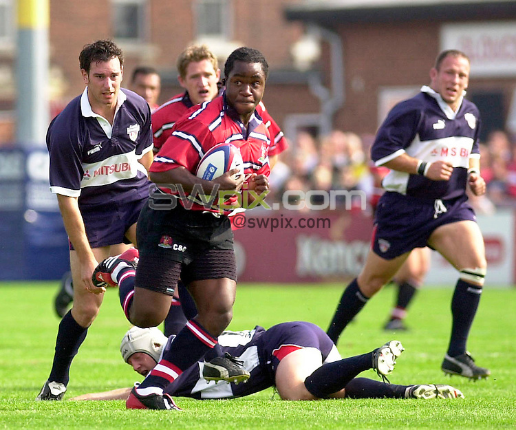 Pix: Ben Duffy/SWpix.com....Zurich Premiership Rugby Union....Gloucester v Bristol......21/09/2002...COPYWRIGHT PICTURE©>>SIMON WILKINSON>>01943 436649>>..TRY....Gloucester's Marcel Garvey brushes off the tackles to score the first try for his team
