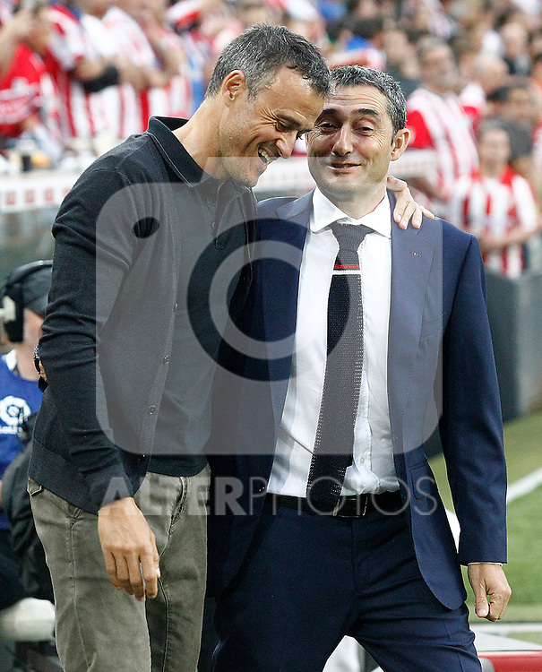 Athletic de Bilbao's coach Ernesto Valverde (r) and FC Barcelona's coach Luis Enrique Martinez during La Liga match. August 28,2016. (ALTERPHOTOS/Acero)