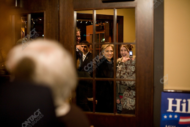 """Senator Hillary Clinton (D-NY), potential Democratic presidential candidate, visits Super Bowl viewers at The Original Dixie restaurant, in a push to gain """"Super Tuesday"""" votes. Minneapolis, Minnesota, February 3, 2008."""