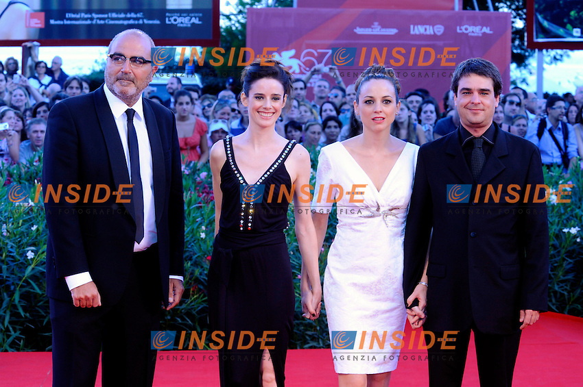 """- """"67 Mostra Internazionale D'Arte Cinematografica"""". Saturday,2010 September 11, Venice ITALY..- In The Picture: The producer Jordì Gassullwith the actores Pilar lopez De Ayala and Leonor Watling and the film director Andrucha Waddington on the red carpet for the evening of the awards...Photo STEFANO MICOZZI / Insidefoto"""