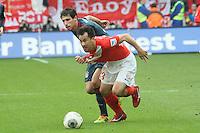 Shinji Okazaki (Mainz) gegen Javi Martinez (Bayern) - 1. FSV Mainz 05 vs. FC Bayern München, Coface Arena, 26. Spieltag