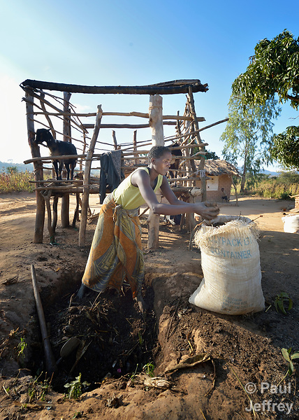 Anastansia Chavula makes compost fertilizer on her farm in Edundu, Malawi. She and others in the village have benefited from intercropping, crop rotation, and composting practices they learned from the Malawi Farmer-to-Farmer Agro-Ecology project of the Ekwendeni Mission Hospital AIDS Program, a program of the Livingstonia Synod of the Church of Central Africa Presbyterian.