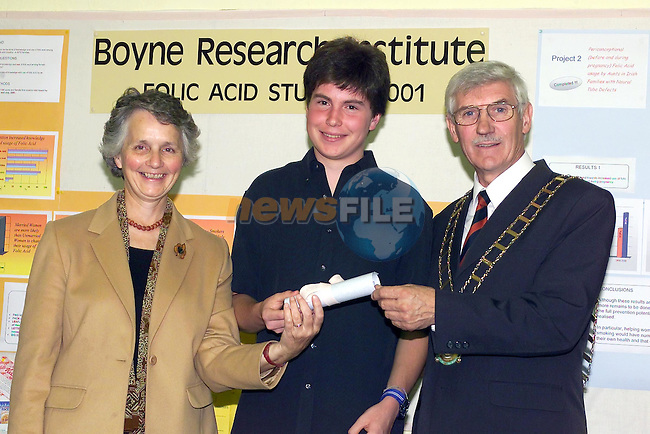 David Murphy receives his certificate from Mayor of Drogheda Jimmy Mulroy and Dr Julie Ann Byrne of the Boyne Research Institute..Picture Fran Caffrey Newsfile.