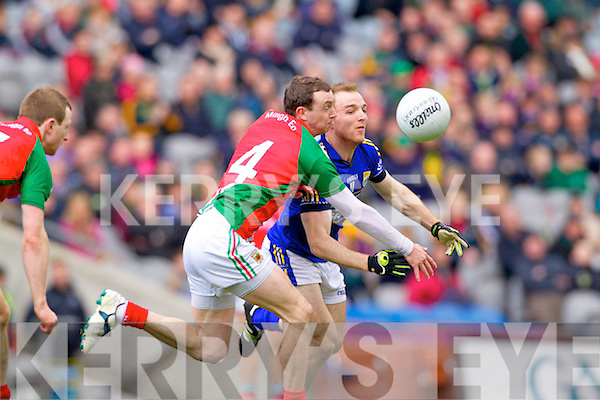 Darran OSullivan Kerry in action against Keith Higgins Mayo in the National Football League Semi Final at Croke Park on Sunday.