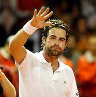 21-9-07, Netherlands, Rotterdam, Daviscup NL-Portugal, Raemon Sluiter dankt zijn supporters na zijn overwinning op Gil