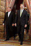 King Felipe VI of Spain (r) receives Costa Rica's President Guillermo Solis for an official lunch at the Royal Palace in Madrid. May 8 ,2017. (ALTERPHOTOS/Pool)