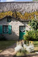 Europe/France/Pays de la Loire/44/Loire-Atlantique/Parc Naturel Régional de Brière/Saint-Lyphard/Kerhinet: typique village briéron: Détail des chaumières du village