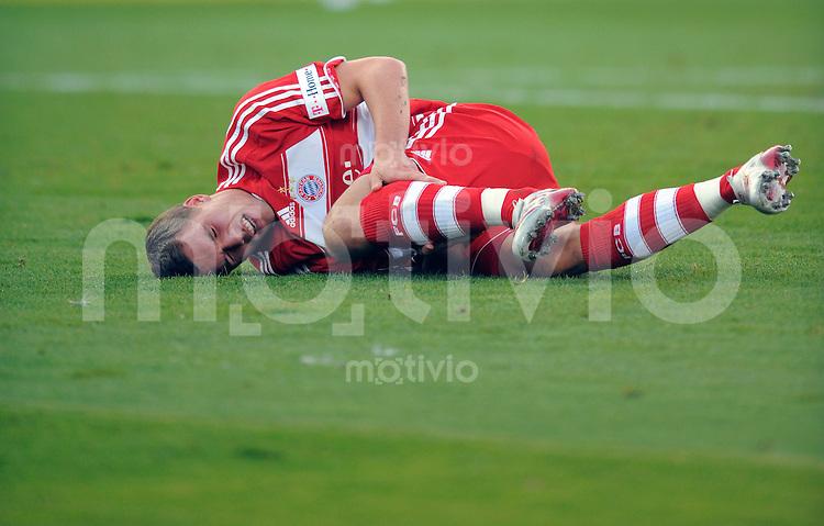 FUSSBALL   1. BUNDESLIGA   SAISON 2008/2009   8. SPIELTAG Karlsruher SC - Bayern Muenchen           18.10.2008 Lukas PODOLSKI (Bayern) liegt verletzt am Boden. Kann aber weiter spielen.