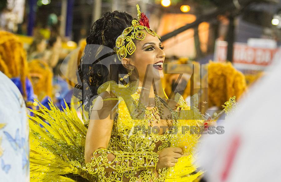 RIO DE JANEIRO, RJ, 17.02.2015 - CARNAVAL 2015 - RIO DE JANEIRO - GRUPO ESPECIAL / UNIÃO DA ILHA- Bruna Bruna rainha da Bateria da escola de samba União da Ilha durante desfile do grupo Especial do Carnaval do Rio de Janeiro, na madrugada desta terça-feira (16). ( Foto: Paulo Lisboa / Brazil Photo Press).