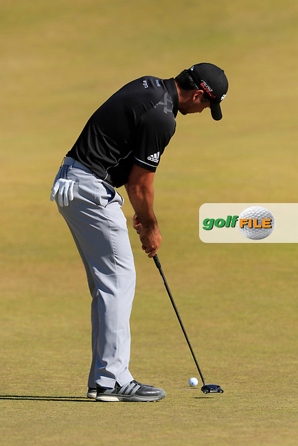 Jason DAY (AUS) putts on the 9th green during Sunday's Final Round of the 2015 U.S. Open 115th National Championship held at Chambers Bay, Seattle, Washington, USA. 6/22/2015.<br /> Picture: Golffile | Eoin Clarke<br /> <br /> <br /> <br /> <br /> All photo usage must carry mandatory copyright credit (&copy; Golffile | Eoin Clarke)