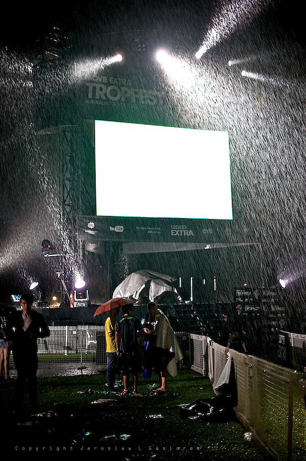 Tropfest is Australia's most prestigious short film festival providing unique platforms for emerging filmmakers. Heavy rain during last two hours at the Domain Park ended the festival night in Sydney but did not discourage many viewers to enjoy the event to the very last moment.