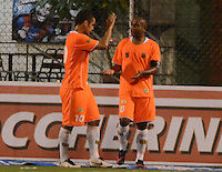 ENVIGADO -COLOMBIA-19-02-2014. Neider Morantes (Der) Johnatan Alvarez (Izq) de Envigado FC celebran un gol en contra de Atlético Nacional durante partido por la fecha 6 de la Liga Postobón I 2014 realizado en el Polideportivo Sur de la ciudad de Envigado./ Neider Morantes (R) and Johnatan Alvarez (L) of Envigado FC celebrate a goal against Atletico Nacional during match for the 6th date of the Postobon League I 2014 at Polideportivo Sur in Envigado city.  Photo: VizzorImage/Luis Ríos/STR