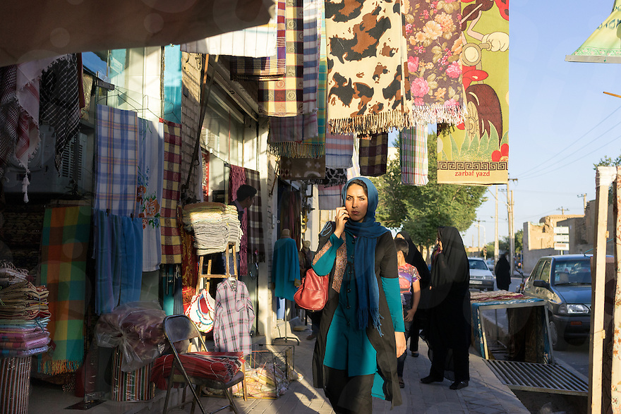 June 21, 2014 - Yazd, Iran. A young girl walks in the streets of Yazd. Iranian women are increasingly reluctant to comply with government-imposed traditional dress codes and many have started to go around the prohibitions, wearing western-style hi jabs, made of fashionable fabrics. © Thomas Cristofoletti / Ruom