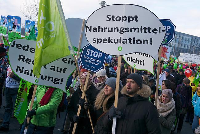 Bis zu 25.000 Menschen demonstrierten am Samstag den 19. Januar 2013 unter dem Motto &bdquo;Wir haben es satt&ldquo; fuer eine Abkehr von der industriellen Landwirtschaft. Der Protest richtete sich u.a. gegen Massentierhaltung, den Einsatz von  Pestiziden auf den Feldern und einen wachsenden Preisdruck auf Kleinbauern.<br />19.1.2013, Berlin<br />Copyright: Christian-Ditsch.de<br />[Inhaltsveraendernde Manipulation des Fotos nur nach ausdruecklicher Genehmigung des Fotografen. Vereinbarungen ueber Abtretung von Persoenlichkeitsrechten/Model Release der abgebildeten Person/Personen liegen nicht vor. NO MODEL RELEASE! Don't publish without copyright Christian-Ditsch.de, Veroeffentlichung nur mit Fotografennennung, sowie gegen Honorar, MwSt. und Beleg. Konto:, I N G - D i B a, IBAN DE58500105175400192269, BIC INGDDEFFXXX, Kontakt: post@christian-ditsch.de<br />Urhebervermerk wird gemaess Paragraph 13 UHG verlangt.]