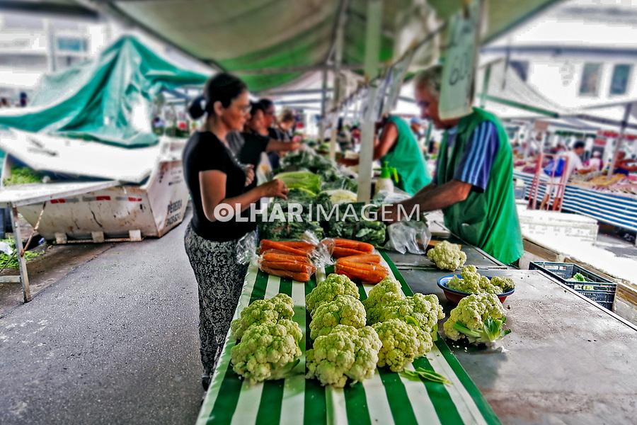Barraca de feira com legumes, bairro Perdizes, São Paulo. 2020. Foto de Juca Martins.
