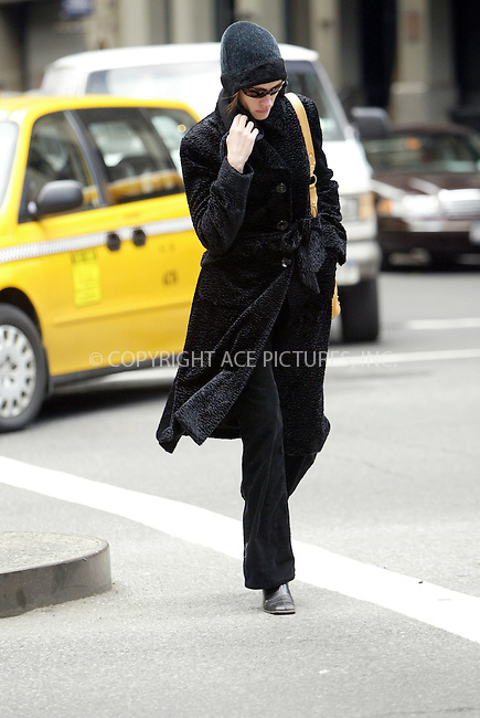 """WWW.ACEPIXS.COM . . . . .  ....March 20 2006, New York City....Actress Julia Roberts makes her way on foot to rehersals prior to the opening of her new play """"Three days of rain"""" which opens soon at the Jacobs Theatre on Broadway.......Please byline: JENNIFER L GONZELES-ACEPIXS.COM.... *** ***..Ace Pictures, Inc:  ..Philip Vaughan (212) 243-8787 or (646) 769 0430..e-mail: info@acepixs.com..web: http://www.acepixs.com"""