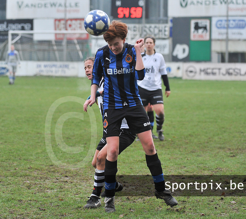 Club Brugge Dames - Eendracht Aalst Dames : Jolien Nuytten met de kopbal.foto Joke Vuylsteke / Vrouwenteam.be