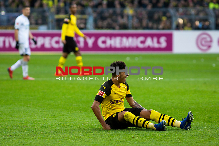 09.02.2019, Signal Iduna Park, Dortmund, GER, 1.FBL, Borussia Dortmund vs TSG 1899 Hoffenheim, DFL REGULATIONS PROHIBIT ANY USE OF PHOTOGRAPHS AS IMAGE SEQUENCES AND/OR QUASI-VIDEO<br /> <br /> im Bild | picture shows:<br /> Jadon Sancho (Borussia Dortmund #7) ist nur durch ein Foulspiel aufzuhalten, <br /> <br /> Foto &copy; nordphoto / Rauch