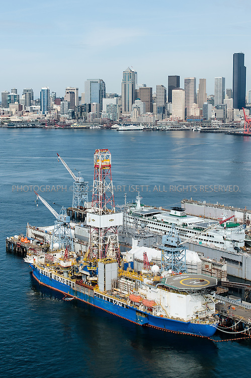 4/9/2012--Seattle, WA, USA<br /> <br /> Shell rigs the Kulluk and Discoverer at Vigor Shipyards in Seattle, Washington.<br /> <br /> Photograph by Stuart Isett/Vigor Industrial