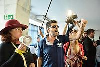 BRASILIA, DF – 21.06.2016 – CUNHA-COLETIVA – Protesto após coletiva do deputado afastado, Eduardo Cunha no Hotel Nacional, região central de Brasília, na manhã desta terça-feira, 21. (Foto: Ricardo Botelho/Brazil Photo Press)