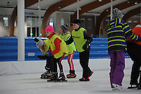 SCHAATSEN: LEEUWARDEN: 26-10-2016, Elfstedenhal, Schoolschaatsen, kinderen van basisschool Wiarda uit Goutum krijgen schaatsles, ©foto Martin de Jong
