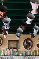 Europe/France/Nord-Pas-de-Calais/59/Nord/ Boeschepe: Estaminet : De Vierpot  sous les pales du moulin de l'Ondankmeulen, dans une salle décorée de «pots à feu» de fer blanc («vierpot» conservant les braises pour les fumeurs)