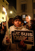 Fiaccolata davanti all'ambasciata francese in ricordo delle vittime dell'attacco terroristico alla sede parigina del settimanale satirico francese Charlie Hebdo, a Roma, 8 gennaio 2015.<br /> People gather in front of the French Embassy to take part in a demonstration in memory of victims of an attack at the Paris offices of satirical weekly newspaper Charlie Hebdo, in Rome, 8 January 2015.<br /> UPDATE IMAGES PRESS/Riccardo De Luca