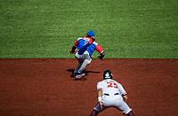 Jesmuel Valentin  en una jugada por la segunda base <br /> .<br /> Partido de beisbol de la Serie del Caribe con el encuentro entre Caribes de Anzo&aacute;tegui de Venezuela  contra los Criollos de Caguas de Puerto Rico en estadio Panamericano en Guadalajara, M&eacute;xico,  s&aacute;bado 5 feb 2018. <br /> (Foto: Luis Gutierrez)<br /> <br /> Baseball game of the Caribbean Series with the match between Caribes de Anzo&aacute;tegui of Venezuela against the Criollos de Caguas of Puerto Rico, at the Pan American Stadium in Guadalajara, Mexico, Saturday, February 5, 2018.<br /> (Photo: Luis Gutierrez)