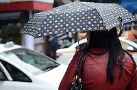 SAO PAULO, 31 DE JULHO DE 2012 - CLIMA TEMPO SP - Pancada de chuva atinge a capital, na Avenida Paulista, na manha desta terca feira, regiao central da cidade. FOTO: ALEXANDRE MOREIRA - BRAZIL PHOTO PRESS