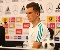 Leon Goretzka (Deutschland Germany) in der Pressekonferenz - 26.05.2018: Pressekonferenz der Deutschen Nationalmannschaft zur WM-Vorbereitung in der Sportzone Rungg in Eppan/Südtirol
