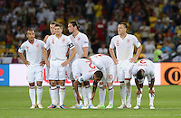FUSSBALL  EUROPAMEISTERSCHAFT 2012   VIERTELFINALE England - Italien                     24.06.2012 Enttaeuschte Englaender: Theo Walcott, Steven Gerrard, Glen Johnson, Wayne Rooney, John Terry (England) Ashley Cole (v.l.)