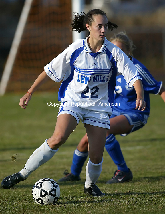 ACTION MAN- BURLINGTON, CT; 16 OCTOBER 2006; 101606BZ01- Lewis Mills' Rachel Boucher (22) moves the ball against Nonnewaug during their game at Mills Monday.<br /> Jamison C. Bazinet Republican-American