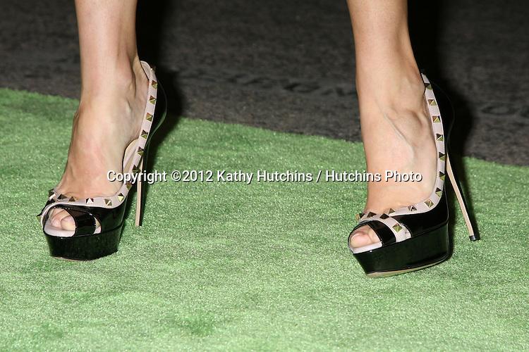LOS ANGELES - SEP 29:  Julie Bowen arrives at the 2012 Environmental Media Awards at Warner Brothers Studio on September 29, 2012 in Burbank, CA