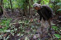 Pescador Raimundo Faris da Silva 50 anos, casado 3 filhos,  trabalha na limpeza de açaizais na região para ganhar o que não está conseguindo na pesca.Rio Aurá.Belém, Pará, BrasilFoto Paulo Santos19/03/2013