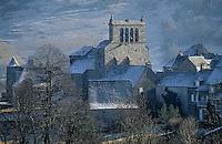 Europe/France/Auvergne/15/Cantal/Saint Urcize: Eglise avec son clocher à peigne - Aubrac à l'aube en hiver