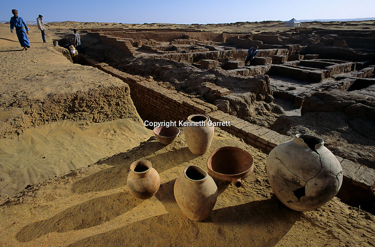 Egypt's Old Kingdom, Settlements uncovered in Dakhla Oasis west of the Nile