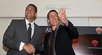Calcio: il nuovo allenatore francese della Roma Rudi Garcia stringe la mano all'amministratore delegato Italo Zanzi, a sinistra, in occasione della conferenza stampa per la presentazione ufficiale al centro sportivo Fulvio Bernardini di Trigoria, Roma, 19 giugno 2013.<br /> Italy Football: AS Roma's new coach Rudi Garcia, of France, shakes hands with club's CEO Italo Zanzi, left, in occasion of the press conference for his official presentation, at the club's training center on the outskirts of Rome, 19 June 2013.<br /> UPDATE IMAGES PRESS/Isabella Bonotto