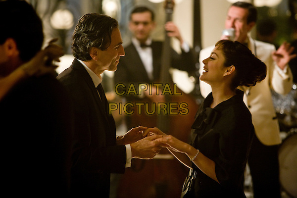 Daniel Day-Lewis, Marion Cotillard<br /> in Nine (2009) <br /> *Filmstill - Editorial Use Only*<br /> CAP/NFS<br /> Image supplied by Capital Pictures