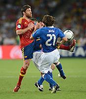 FUSSBALL  EUROPAMEISTERSCHAFT 2012   FINALE Spanien - Italien            01.07.2012 Xabi Alonso (li, Spanien) gegen Andrea Pirlo (re, Italien)