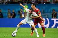 KAZAN - RUSIA, 20-06-2018: Ehsan HAJI SAFI (C) (Der) jugador de RI de Irán disputa el balón con Dani CARVAJAL (Izq) jugador de España durante partido de la primera fase, Grupo B, por la Copa Mundial de la FIFA Rusia 2018 jugado en el estadio Kazan Arena en Kazán, Rusia. /  Ehsan HAJI SAFI (C) (R) player of IR Iran fights the ball with Dani CARVAJAL (L) player of Spain during match of the first phase, Group B, for the FIFA World Cup Russia 2018 played at Kazan Arena stadium in Kazan, Russia. Photo: VizzorImage / Julian Medina / Cont