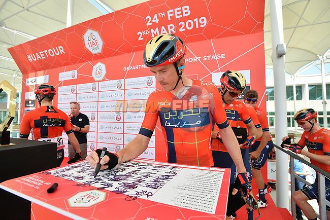 Rohan Dennis (AUS) Bahrain-Merida signs on before the start of Stage 3 of the 2019 UAE Tour, running 179km form Al Ain to Jebel Hafeet, Abu Dhabi, United Arab Emirates. 26th February 2019.<br /> Picture: LaPresse/Massimo Paolone | Cyclefile<br /> <br /> <br /> All photos usage must carry mandatory copyright credit (© Cyclefile | LaPresse/Massimo Paolone)